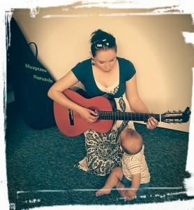 sylwia z gitarą zajęcia gordonowskie
