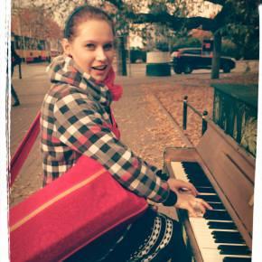 sylwia przy pianinie
